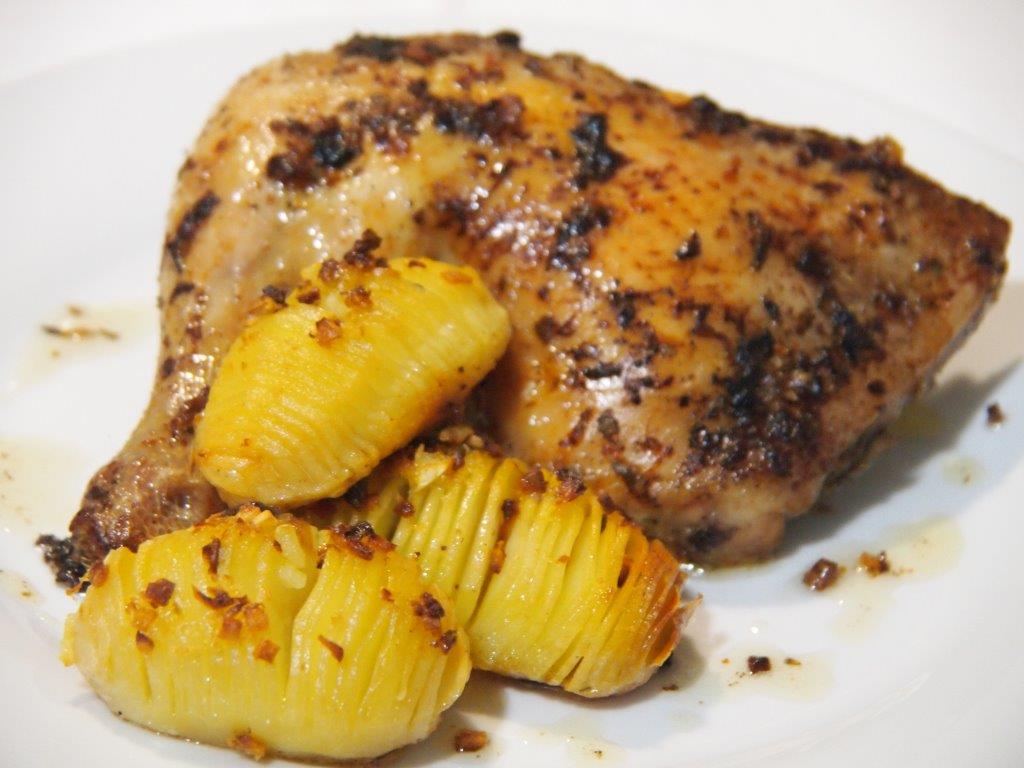Pollo asado con patatas Hasselback | GastronoMedia